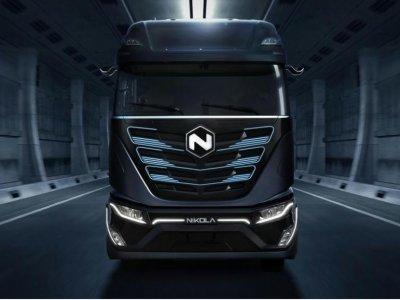 Drąsus žingsnis taupymo link. Vieno iš sunkvežimių gamintojų vadovai uždirbs vieną JAV dolerį per metus!