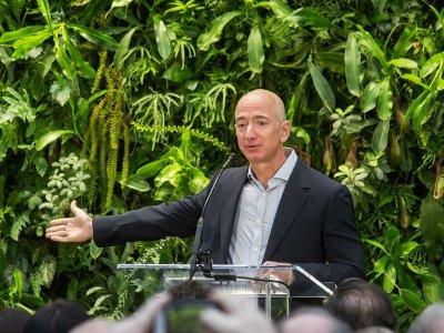 """""""Amazon"""" savininkas investuos į skaitmeninį ekspedijavimą"""