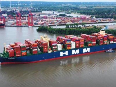Potęga transportu morskiego w całej okazałości. Zobacz nagranie z największym kontenerowcem świata