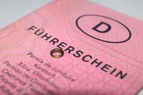 Deutsche mit altem Führerschein und ohne Erfahrung sollen in Großbritannien LKW fahren
