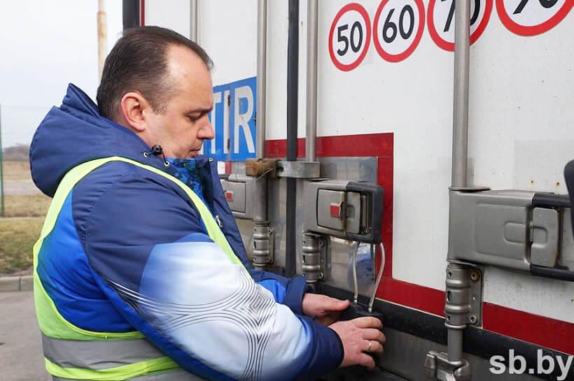 Białoruś nałoży na zagraniczne ciężarówki plomby nawigacyjne. Jednak nie na wszystkie