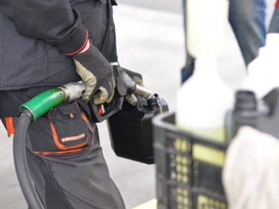 Ceny paliwa przekroczyły już 4 zł. Spytaliśmy analityka, jak bardzo urosną