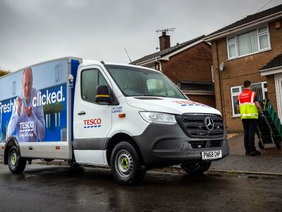 UK: Mercedes-Benz loans Tesco.com vans to help it cope with the 1.2 million weekly deliveries