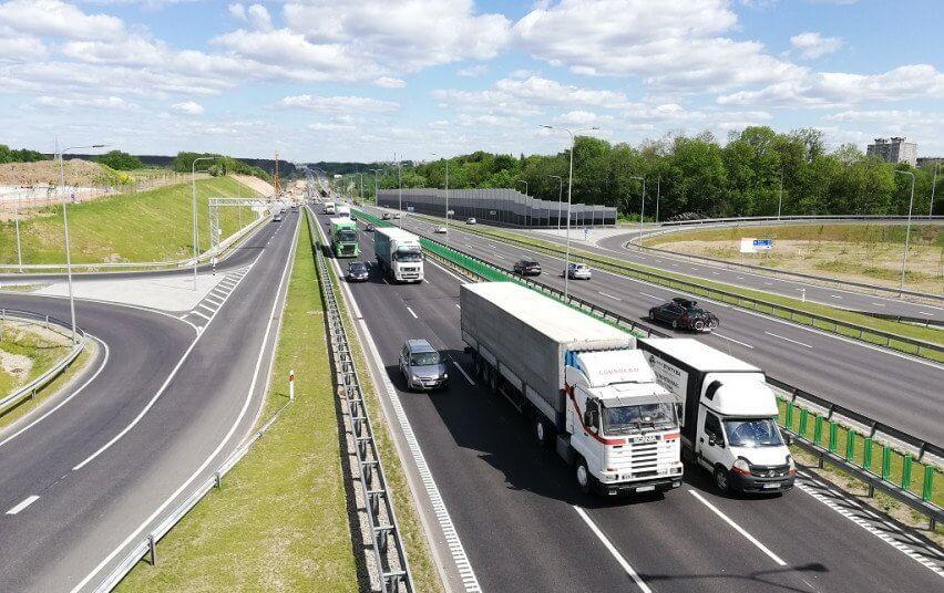 Baigtas rekonstruoti automagistralės Vilnius–Klaipėda daugiau nei vieno kilometro ilgio ruožas Kaune – nuo Kleboniškio tilto iki Sargėnų sankryžos. Tai yra pirmasis Islandijos plento tvarkymo etapas. Ruožas išplatintas iki 10 eismo juostų, papildomai įrengtos greitėjimo ir lėtėjimo juostos, atraminė siena, daugiau nei vieno kilometro ilgio triukšmo užtvara kairėje kelio pusėje (BNS/LAKD nuotr.)