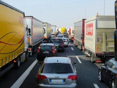 A2 bei Magdeburg wird zum Jahresende zur Baustelle. Kilometerlange Staus bereits am ersten Tag.