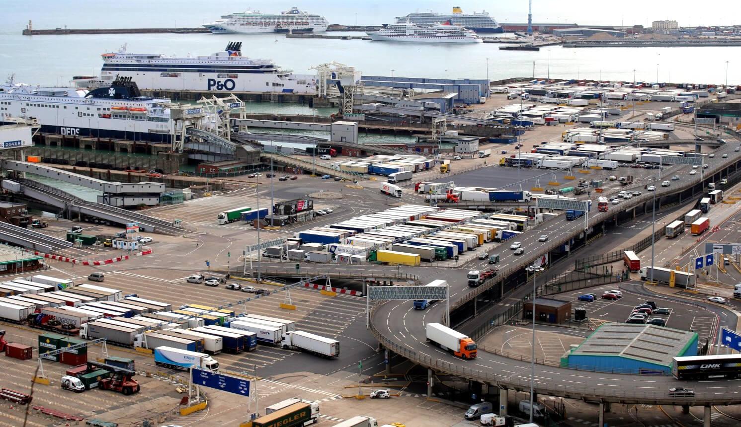Wielka Brytania boi się kolejek tysięcy ciężarówek po Brexicie. Pomóc mają wewnętrzne punkty celne