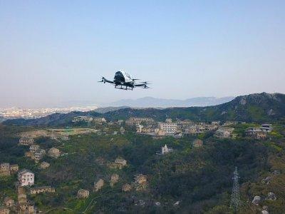 Китайские беспилотники для доставки проходят испытания. Они могут поднять очень большой груз