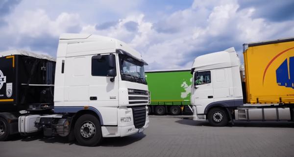 Prancūzai panaikino artimiausius sunkvežimių eismo apribojimus. Transporto apribojimai taip pat Lenk