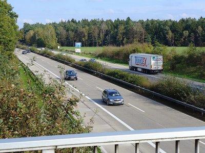Dar viena Vokietijos žemė grąžino sunkvežimių eismo apribojimus. Patikrinkite, kuriuo keliu nuo birželio 21 d. negalėsite važiuoti