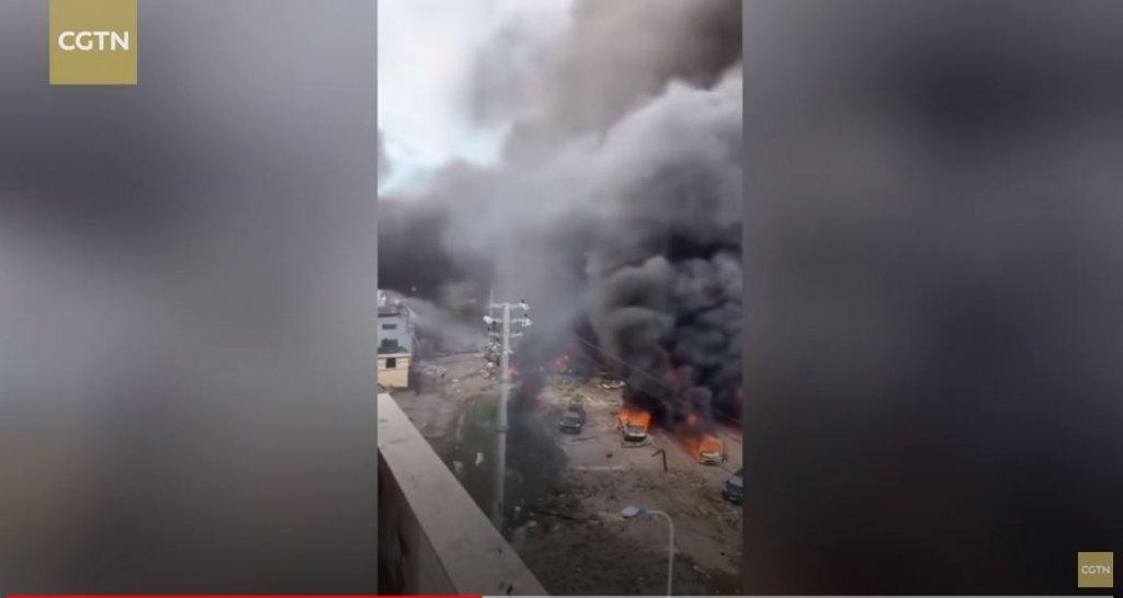 Tragiczne skutki wybuchu ciężarówki przewożącej LPG w Chinach. Dziesiątki poszkodowanych i zdemolowane budynki
