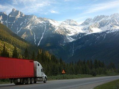 Bankier, który odnalazł powołanie za kierownicą ciężarówki, czyli niecodzienna historia pewnej przeprowadzki
