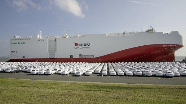Volkswagen postawił na statki napędzane LNG. Jednym z gigantów wiezie właśnie niemal 5 tys. pojazdów