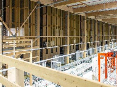 Современная система автоматизации склада в… деревянном объекте. Почему немецкая компания выбрала такой материал?