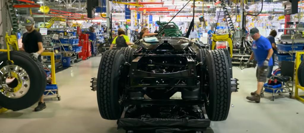 """""""Made in USA"""" – Cum sunt produse camioanele americane?"""