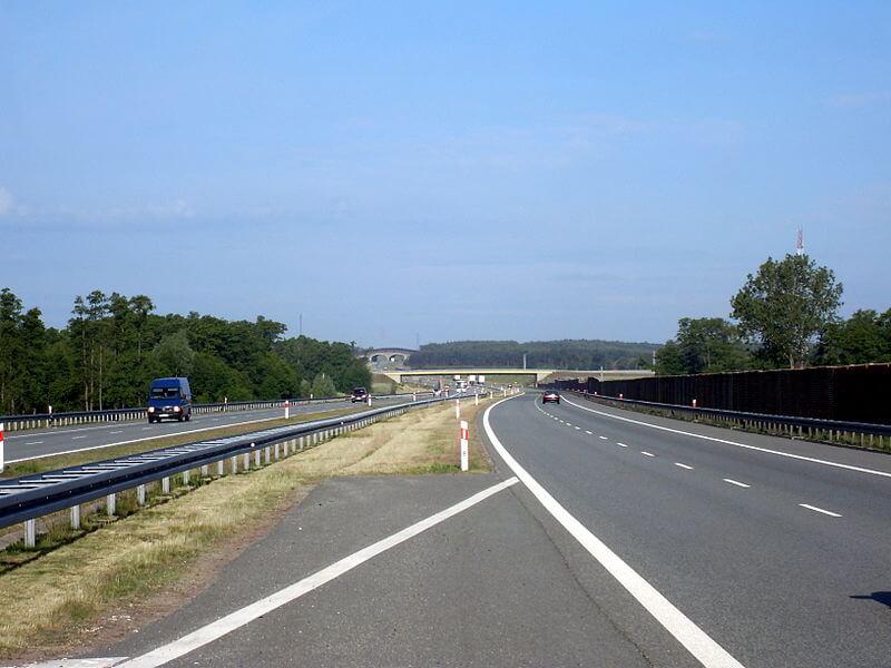 System przyłapie na polskiej autostradzie ciężarówki łamiące zakaz wyprzedzania