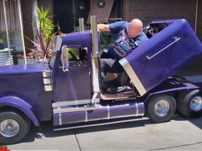 Mini kamionok akcióban. Csak a méretükben különböznek a nagyoktól