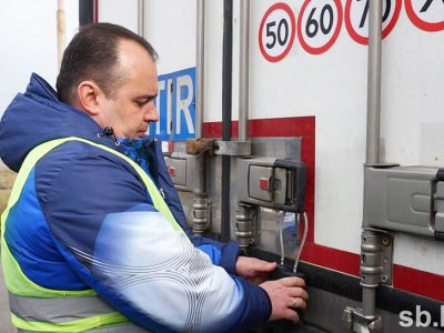 Belarus will place navigation seals on some foreign trucks
