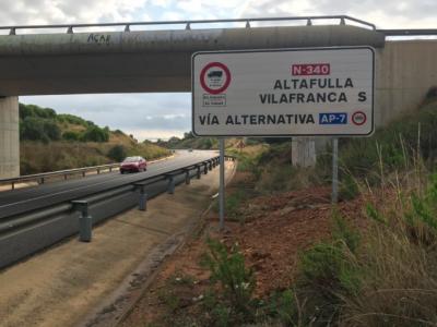 Katalonija dviejuose keliuose atnaujino eismo apribojimus. Sunkvežimiai turi grįžti į mokamus greitkelius