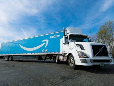 """""""Amazon"""" nori sukurti sandėlius prekybos centruose, kurie dėl koronaviruso sustabdė veiklą"""