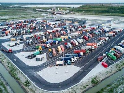 Securitate maximă și facilități de top în această parcare de camioane din Olanda