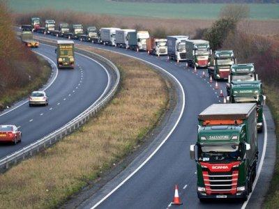 Marea Britanie suspendă HGV Road Levy User pentru un an