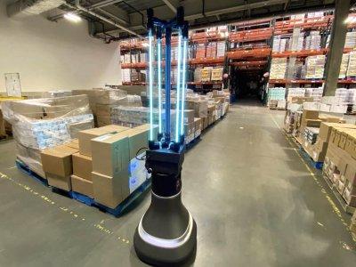 CSAIL robotas naikina koronavirusą, dezinfekuodamas sandėlį