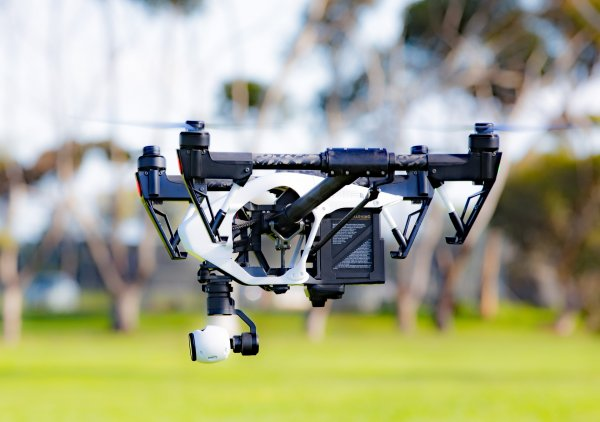 Drohnen, fliegende Warenlager und unterirdische Plattformen. So kann die Logistik in zwanzig Jahren