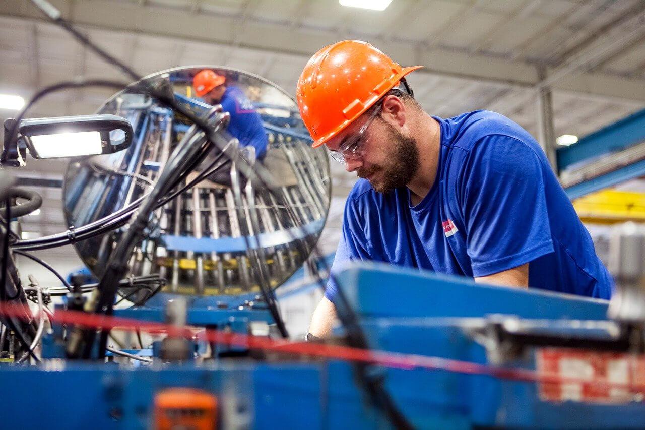 Przemysł w Polsce rośnie dzięki eksportowi i nowym zamówieniom. W Niemczech i strefie euro sytuacja jeszcze lepsza