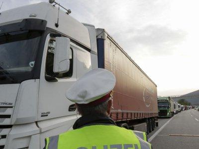 Austria | Noi restricții de trafic pentru camioane în Tirol; controalele în bloc continuă și în 2021