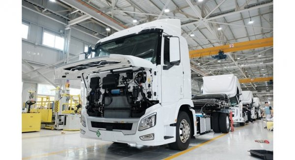 This is how Japanese fuel cell trucks riding Swiss roads work