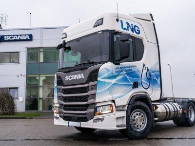 Suskystomis dujomis varomi sunkvežimiai. Scania R410 A4x2 vilkiko testas