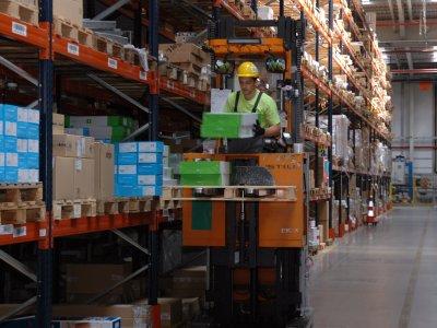 Logistikos paslaugos pagal sutartį ar nuosavas sandėlis? Pateikiame didžiausių privalumų ir trūkumų palyginimą