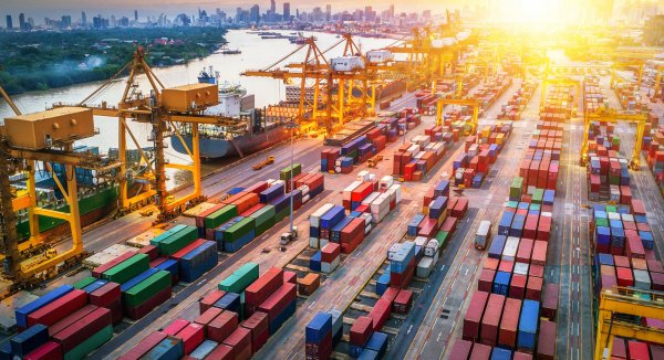 Skracanie łańcuchów dostaw i szukanie bliskich dostawców. Polska może zyskać na nowym trendzie