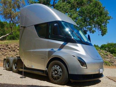 Autoritățile germane interzic companiei Tesla să promoveze sistemul autopilot