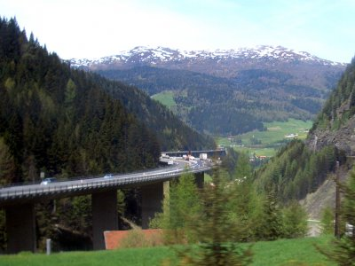 Tirol verschärft Kontrollen: 20 Prozent aller Transit-LKW werden jährlich unter die Lupe genommen.