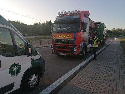 Po vieno lietuviško sunkvežimio patikrinimo – 8 tūkst. Eur baudos vairuotojams, vežėjui ir dispečeriui