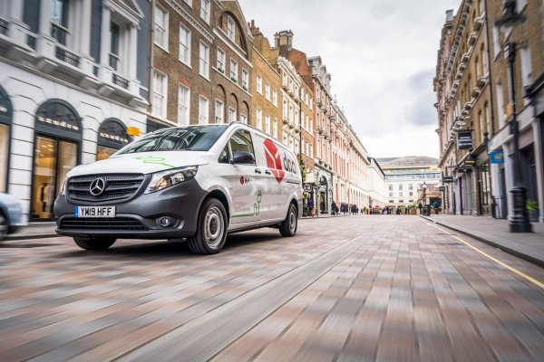 DPD has the greenest delivery fleet in the UK: it smashes EV target five months early