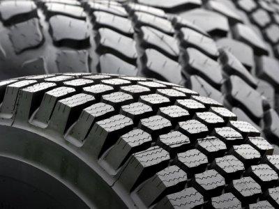Mare Britanie interzice circularea camioanelor cu anvelope mai vechi de zece ani