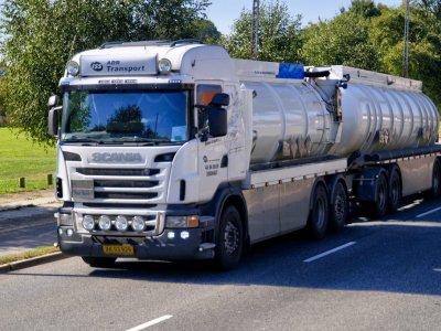 Transportaţi mărfuri periculoase? Iată de ce trebuie să ţineţi cont