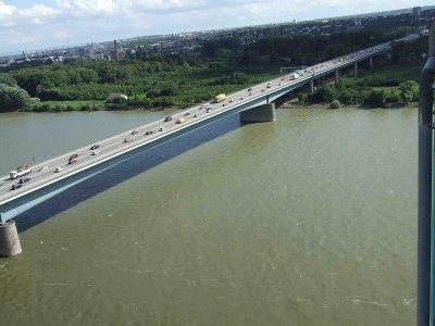 Wegen Sperrung der Schiersteiner Brücke an drei Wochenenden sollten sich Autofahrer mit Geduld wappnen