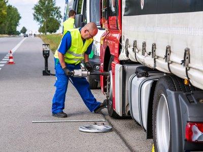 Viskas, ką reikia žinoti apie sunkvežimių padangų avarijas kelyje