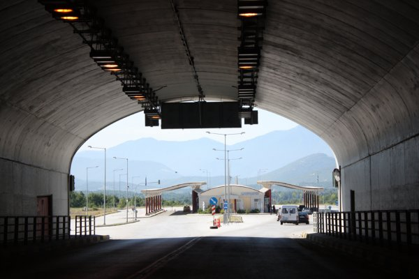Only one Greek-Bulgarian border crossing is open to heavy goods vehicles until 4 August
