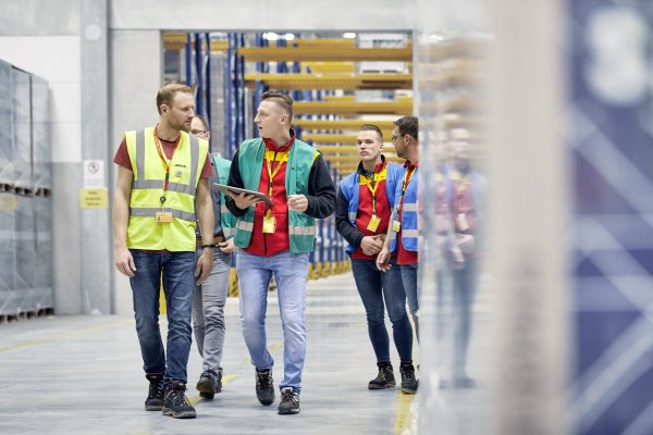 DHL Supply Chain teams up with AI specialist to ease the integration of warehouse robots