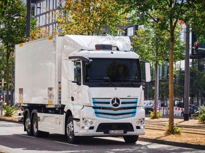 Raport: Până în 2030 fiecare al treilea camion de pe drum va fi electric