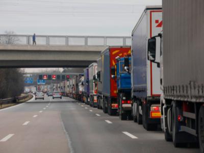 Raport | Sectorul global de transport va înregistra scăderi de peste 30%