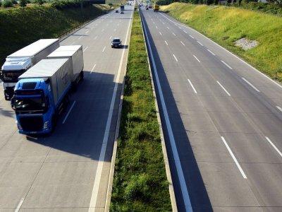 Франция приостановила запреты движения грузовиков, действующие по выходным. Но не для всех