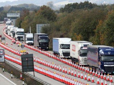 """Marea Britanie implementează din nou la Dover """"Operațiunea Brock"""" pentru traficul greu"""