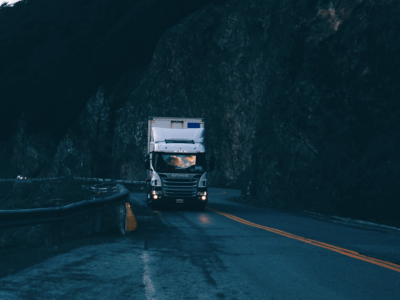Egy 13 éves gyerek éjszakai kamionozgatásai