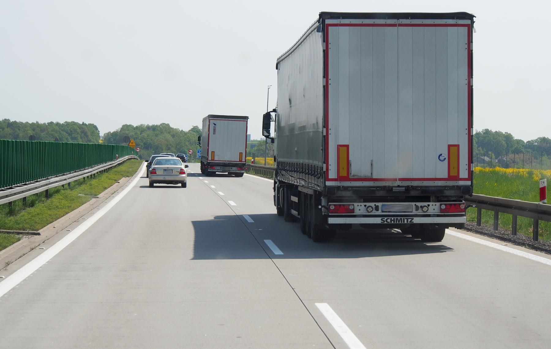 Obowiązkowy powrót ciężarówki do kraju co 8 tygodni – weź udział w ankiecie i oceń skutki Pakietu Mobilności