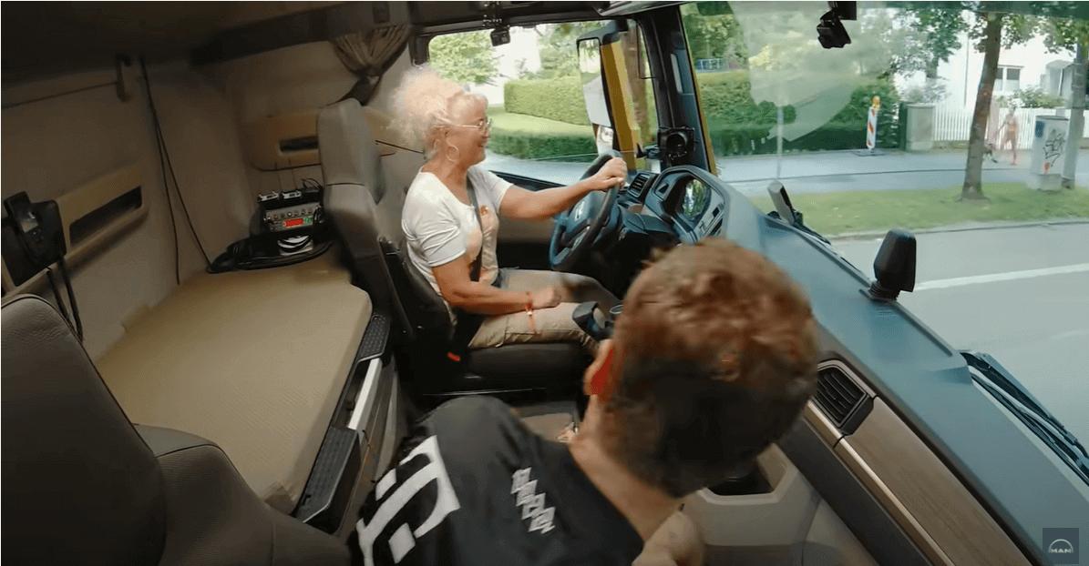 """Trei fotbalisti de la Bayern și celebra """"Trucker Babe"""" într-un spot inedit pentru MAN"""